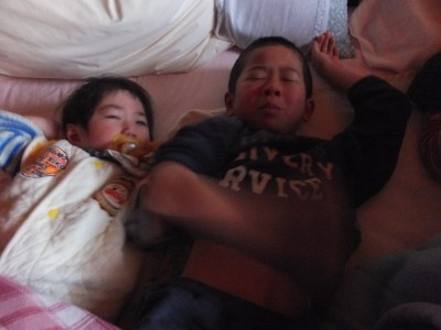 産みの親が違っても二人は成長兄弟